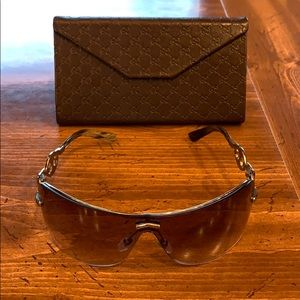 {Gucci}Female Sunglasses w/Case